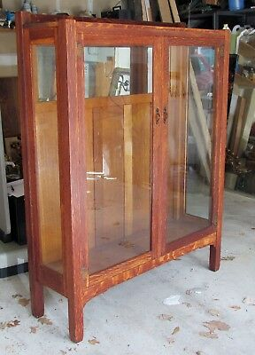 C1900-1910 Quaint Stickley Bros Arts n Crafts Figured Oak China Cabinet Mission
