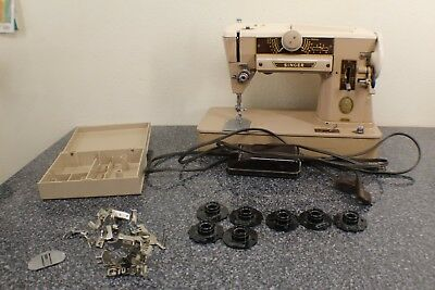1956 SINGER 401A SLANT-O-MATIC SEWING MACHINE WITH ATTACHMENT CASE EXTRAs