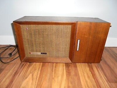 Panasonic RE-7487 Solid State AM FM 10-Transistor MCM Table Radio Wood Cabinet