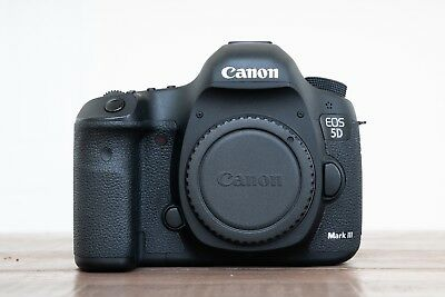 Canon EOS 5D Mark III 22.3MP Digital SLR Camera PLUS Extra Batteries and CF Card