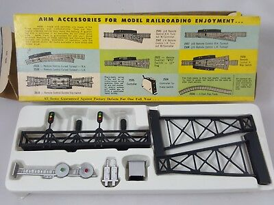 Vintage HO Scale AHM #5613 2 Track Span Gantry w/ 4 Block Signals & Relay House