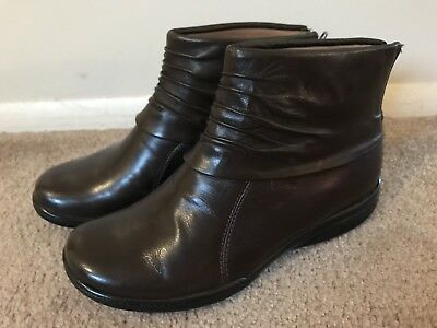 New Clarks Women s Size 7.5M Chocolate Brown Leather Flat Ankle Boots 1ab2f9136