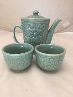 Vintage Korean Celedon Green Asian Art Pottery Tea Pot W 2 Cups Set Signed