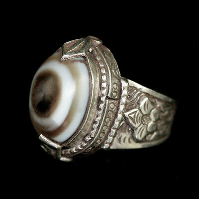 Persian silver ring with agate eye bead bezel y2749