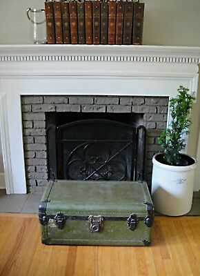 Short Steamer Trunk Flat Top Coffee Table Antique Stagecoach Trunk Storage