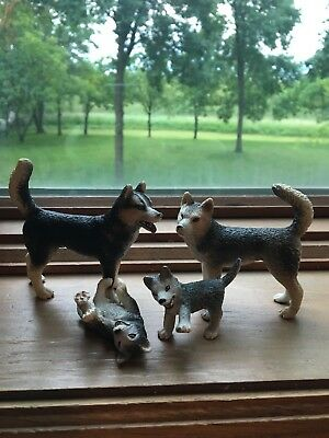 Rare Schleich Animals lot of 4 Husky family of Dogs male female 2 Puppies 2007