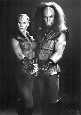 1989's STAR TREK V: THE FINAL FRONTIER Klingon captain & lieutenant b/w 6x10 prt
