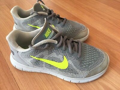 low priced f89db dee70 NIKE FREE RN Boys 1.5 Gray And Green Lace Up