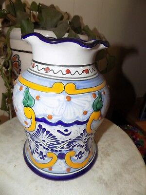 "Talavera Vase HANDPAINTED AND SIGNED. BEAUTY DETAIL POTTERY. APPROX 8"" X 5"" MINT"