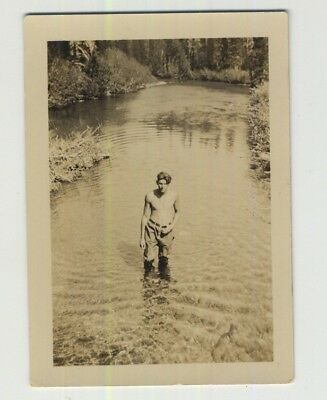 Topless Handsome Guy Wading Through A River / Gay INT (Vintage Photo 1930s/1940s