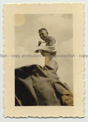 Freshly Showered Soldier Drying Himself / Gay INT (Vintage Photo ~1940s)