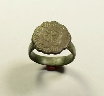 Massive Roman To Byzantine Bronze Finger Ring With Star On Bezel - Wearable