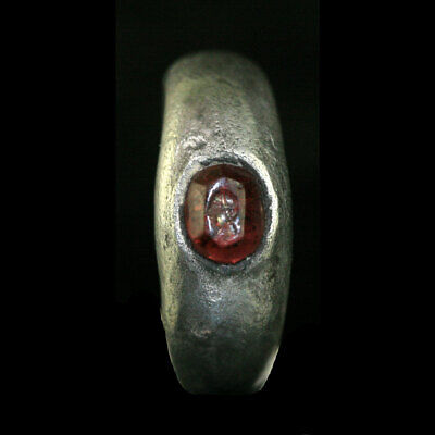 A silver ringthe garnet bezel depicting a male bust in profile x9067