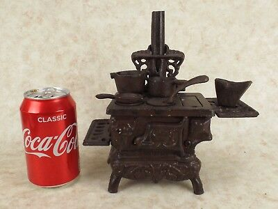 Dolls House Cast Iron Stove Cooker Range With Pots and Coal Bucket