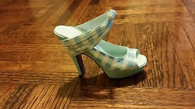 Just The Right Shoe by Raine, Picnic