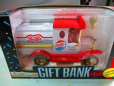 1993 Pepsi -Cola  Coin Bank Truck. Die Cast. New In Box.