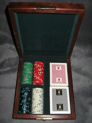 100 Poker Chips & 2 Decks Casesar's Palace Cards in Velvet Lined Wooden Box