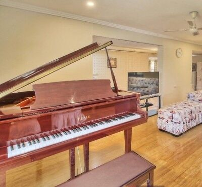BEALE Baby Grand Piano GP148 excellent condition and look