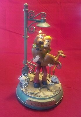 """2000 Hanna Barbera Scooby Doo Shaggy """"Zoinks! Let's get outta here"""" Statue"""