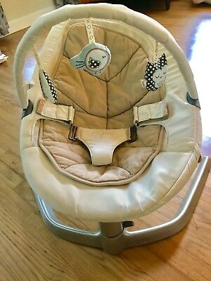 Nuna Leaf Swaying Baby Seat with Toy Bar - Near Perfect Condition