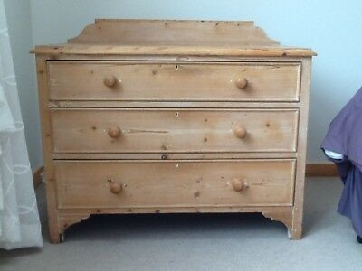 Chest of drawers in stripped pine