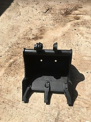 digger bucket 450mm Wide         30mm Pins 105mm Dip Width
