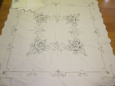 Vintage tablecloth embroidered small square 4 person