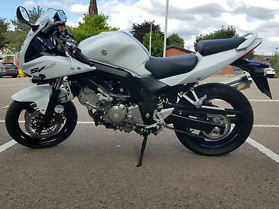 Suzuki SV650S SL2 2013 1 OWNER HPI CLEAR WITH ONLY 956 MILES, FULL MOT, SV 650