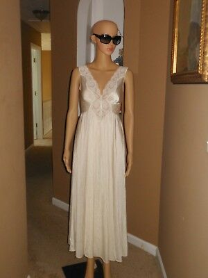 Vintage 70s OLGA Ivory Green Lace Front Super Sweep Nightgown Style 92280 M