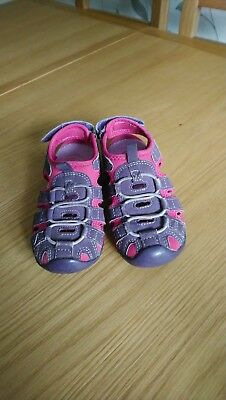 Mountain Warehouse Girls Sandal size 10 in pink and purple