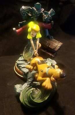 Scooby Doo & Shaggy figurine With Lights *batteries included, collectible statue