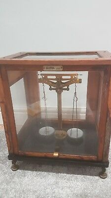 Oertling vintage balance scales in mahogany case with weights - lovely item