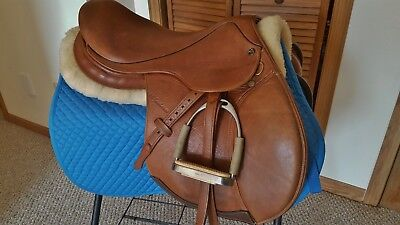 """17"""" M Toulouse Annice model close contact saddle-  Wide tree w/fittings!"""