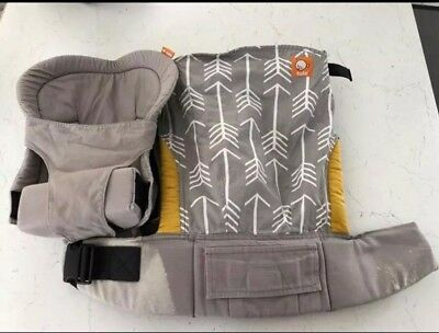 Tula Baby/Toddler Carrier Archer Arrows Design with newborn insert