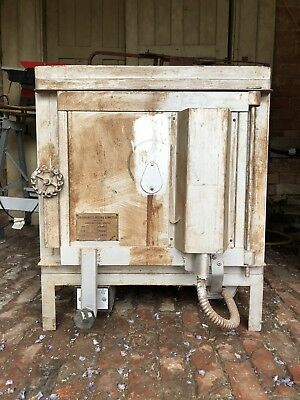 Electric Pottery Kiln Single With Programer St-315 Phase *Free Delivery*