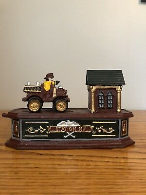 Die Cast Iron Mechanical Coin Bank Fire Engine Fireman Retro Coin Bank Vintage