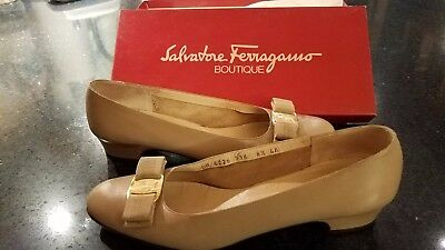 "Salvatore Ferragamo Boutique ""1959"" Taupe Bow Shoes Size 8-1/2 AAAA 8.5"