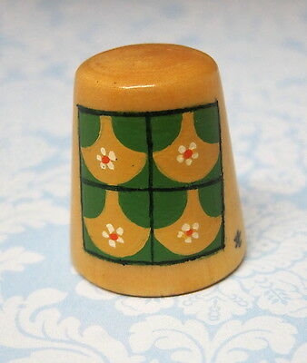 Hand Painted Signed Numbered Thimble Clam Shell Quilting Block Pattern M7