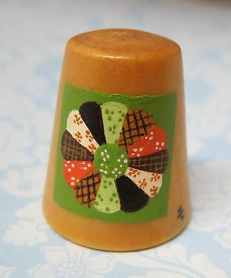Hand Painted Signed Numbered Thimble Dresden Plate Quilting Block Pattern M7