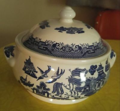 Nice blue willow covered serving bowl churchill england