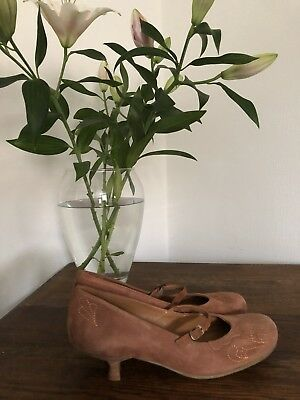 Vintage Clarks Tan Embroidered 40s Heel Mary Jane Shoes Size 6