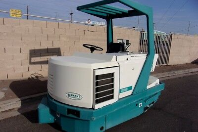 Tennant 528 ride on floor scrubber propane only 980 hours very nice condition