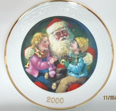 Avon Porcelain Collector Plate ~~ Santa's Tender Moment 2000