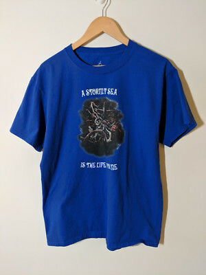 t-shirt Disney, Pirates of the Caribbean - A Stormy Sea is the Life for Me vtg
