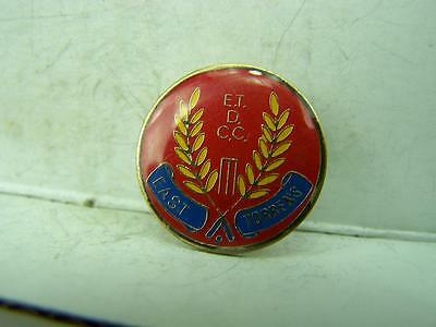 East Torrens District Cricket Club pin back badge          1139