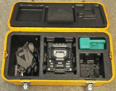 Fujikura 18S Fiber Optic Fusion Splicer w/ CT-06 CT06 Cleaver 1287 Arc Count