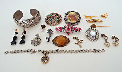 VINTAGE JEWELRY Brooches Cameos Pins Bracelet Black Carved Earrings ESTATE LOT