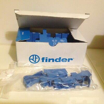 Box 10 x Finder 95.03SPA Relay Socket, 250V ac for use with 40.31,RS No:400-4129