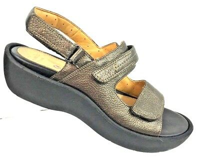 cd2d949677e Clarks Artisan Unstructured Women s Un Harvest Bronze Lizard Leather Sandal  7M