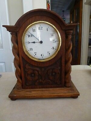 Mantle Clock in wooden case (-some damage on casing and is not in working order